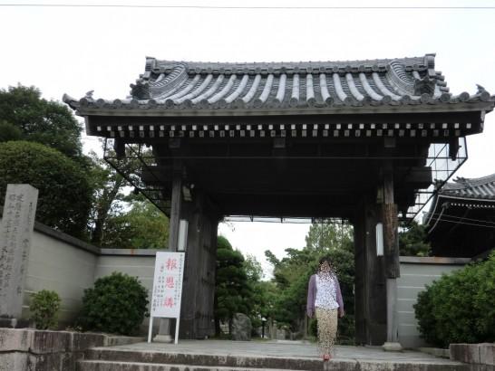 本照寺の東門