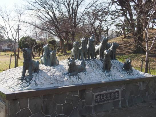 カラフト犬慰霊碑
