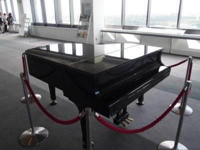 堺市役所展望ロビーのピアノ
