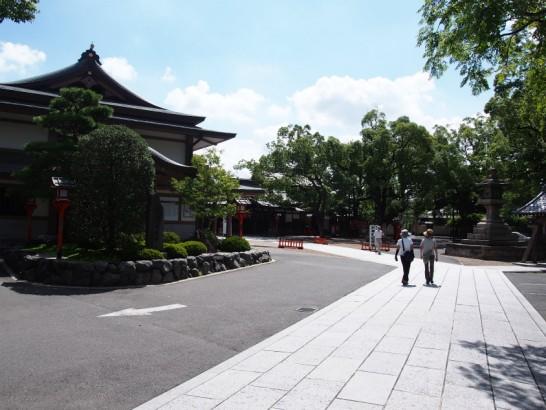 方違神社の参道