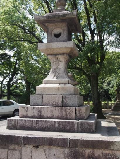 方違神社の灯籠