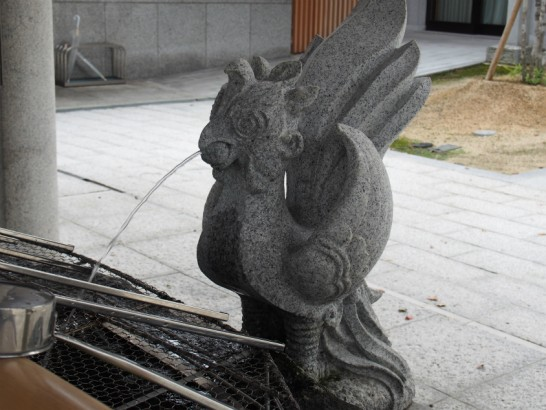 出雲大社大阪分祀手水舎の鳥