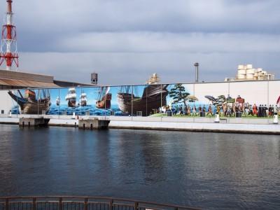 堺燈台の向かいの壁画